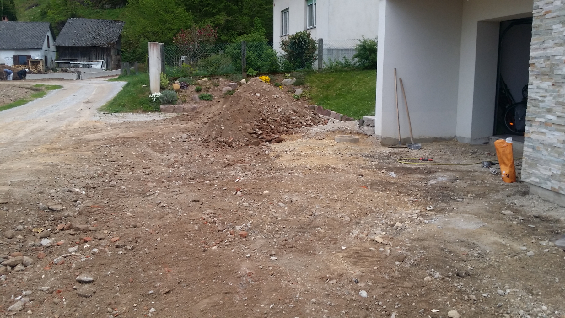 Works on new courtyard of Domovoj2